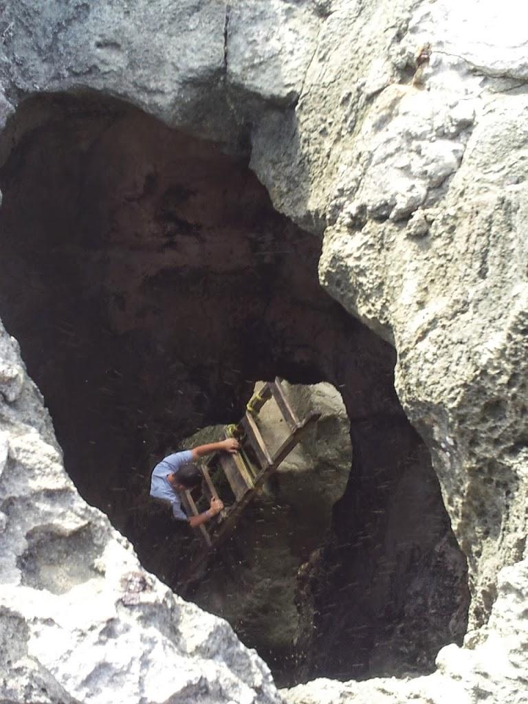 Escalera para entrar a la Cueva de Indio