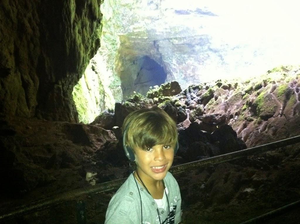 Tour de las Cuevas de Camuy guiado con audífonos.